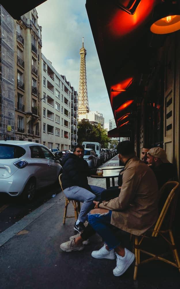 Paris-1路地から見えるエッフェル塔