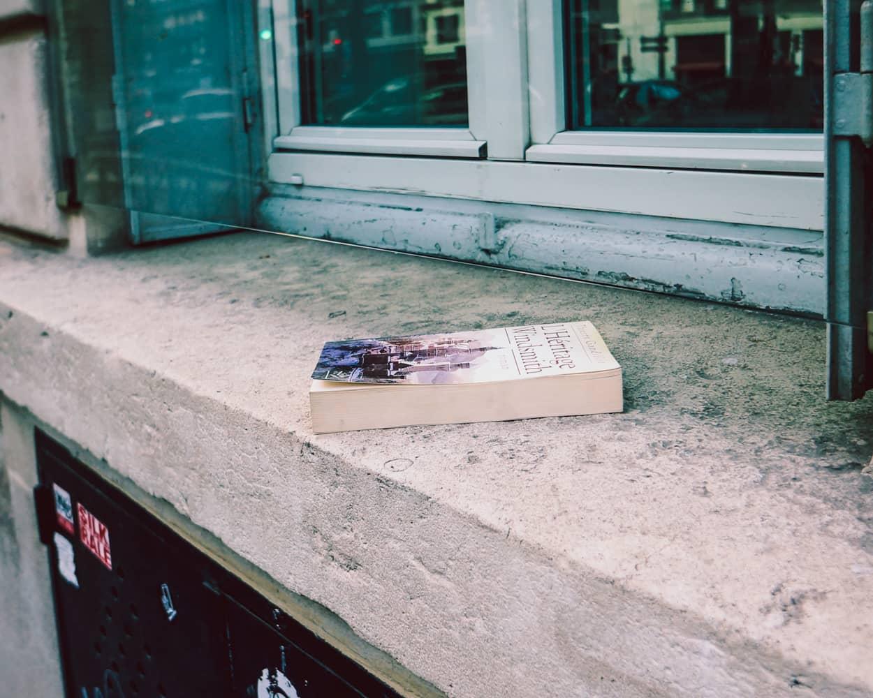 Paris-1忘れものフランス語の本